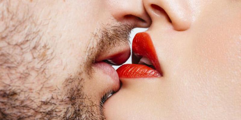 How to Kiss a Girl - The Perfect First Kiss